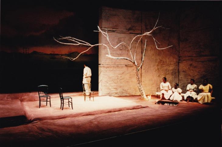 Scénographie : <strong>Antonio Lagarto</strong> - Mise en scène : Alain Ollivier - MC93 Bobigny  - 1996