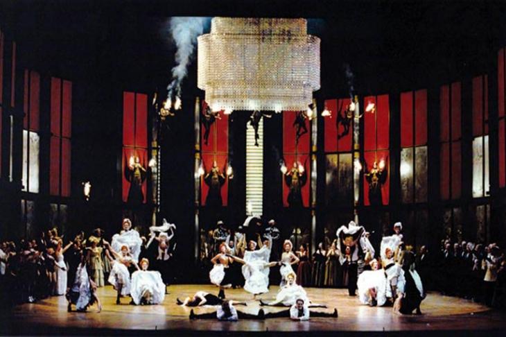 Scénographie : <strong>Antonio Lagarto </strong>- Mise en scène : Jorge Lavelli - Opéra de Paris  - 1995