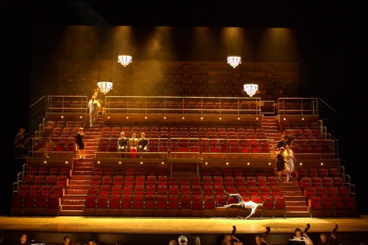 Scénographie :<strong> Chantal Thomas </strong>- Mise en scène : Laurent Pelly - Opéra de Paris - 1999